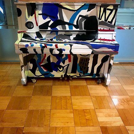 うすいデパート@郡山に設置された 郡山青年会議所主催【Dream Piano】における壁面制作  2018